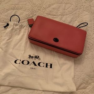 NEW WITH TAGS Pink Coach Dinky Crossbody Bag